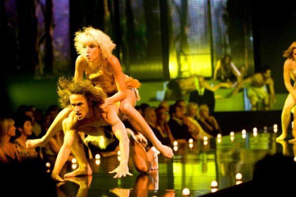 Tanečníci uvedli pravěkou show po které následovaly zvířecí vzory 5. července 2008 na třetím ročníku přehlídky luxusního spodního prádla Top Secret v hotelu Hilton v Praze. MIKULÁŠ KŘEPELKA / MEDIAFAX