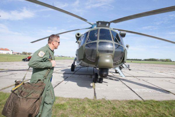 V areálu vojenského letiště Praha Kbely byla  25. září 2012 předvedena ukázka nově modernizovaných vrtulníků MI-171 pro českou armádu. MIKULÁŠ KŘEPELKA / MEDIAFAX